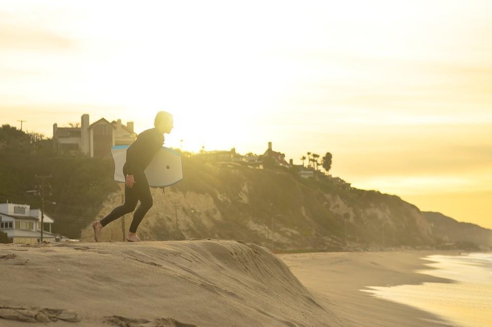 Comment choisir sa première combinaison de surf ?!