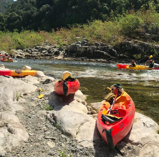 Canoë kayak in river