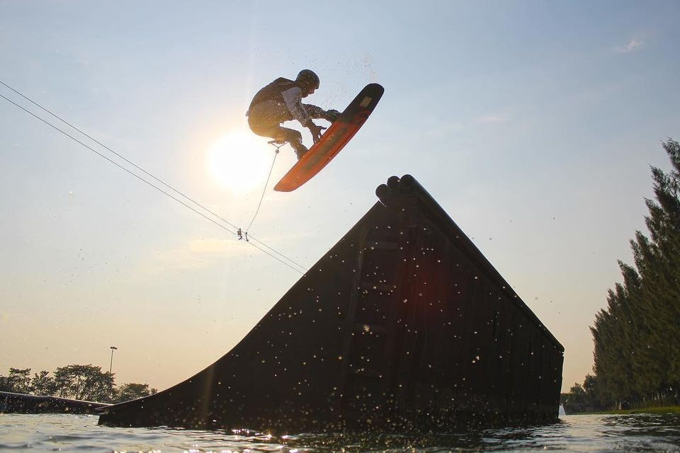 Figure wakeboard