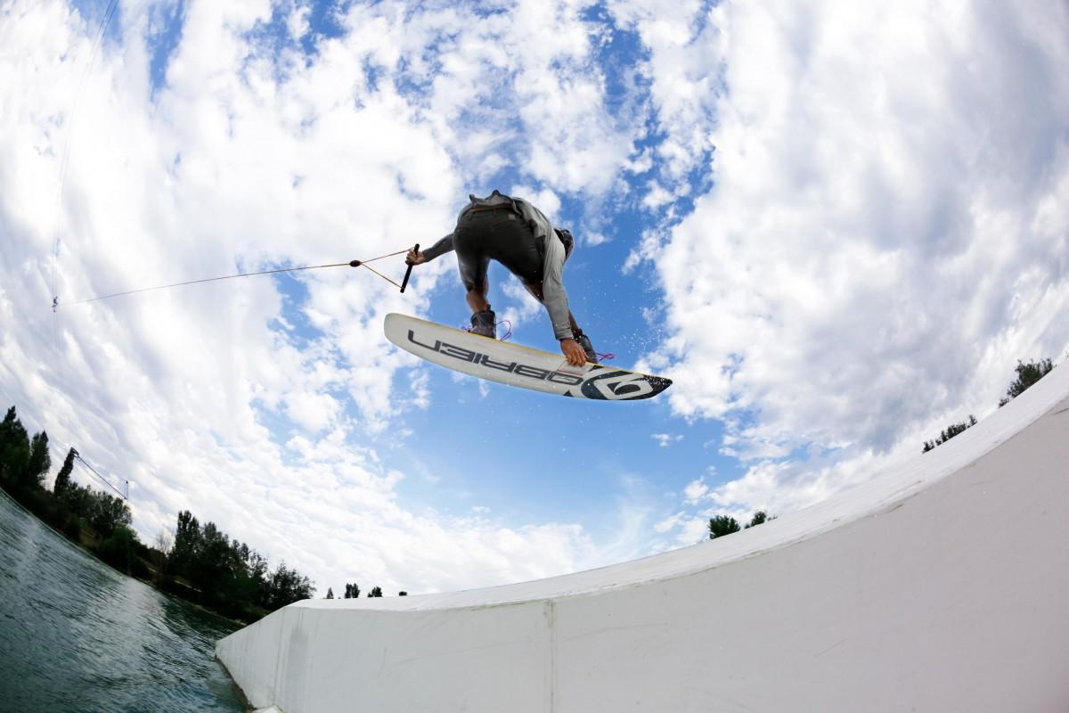 L'ambassadeur de Spotyride en session wakeboard