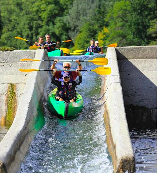 Water slide in canoë